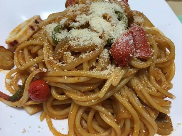 ⑨⑧を使って調理。麺は日本ナポリタン学会推奨商品「ボルカノ赤スパゲッチ2.2㎜」